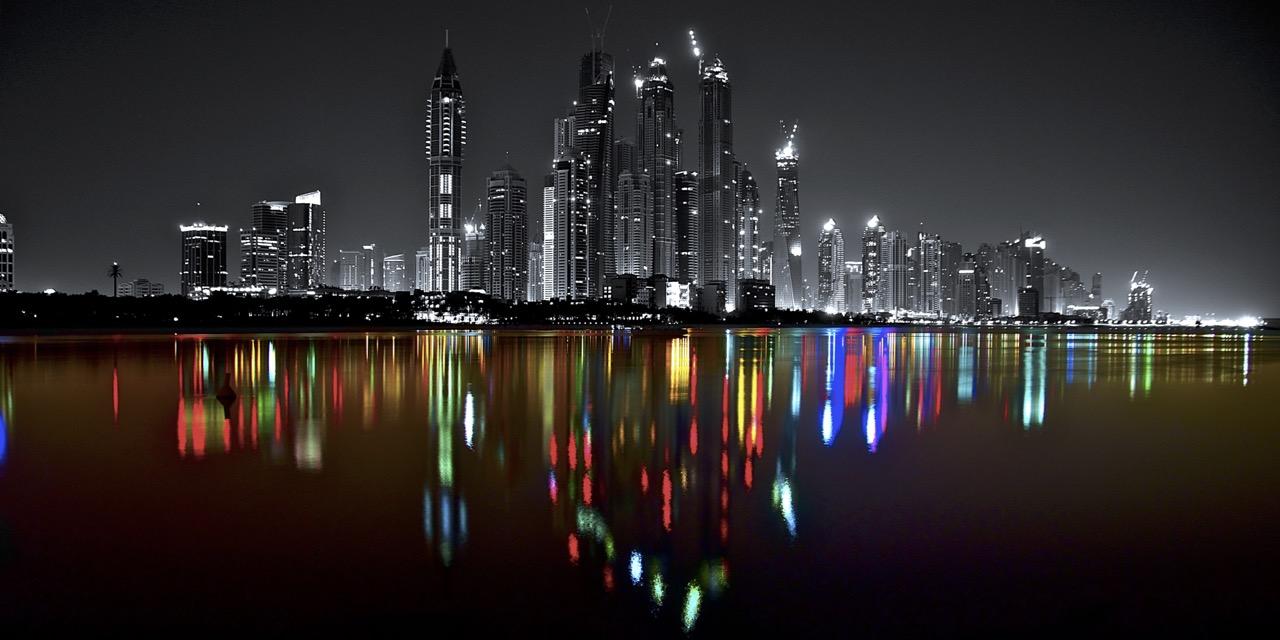 05. Art Dubai Marina Skyline - Dualität und Vielfalt - PLATUX City Art 120x60cm gebürstetes Aluminium